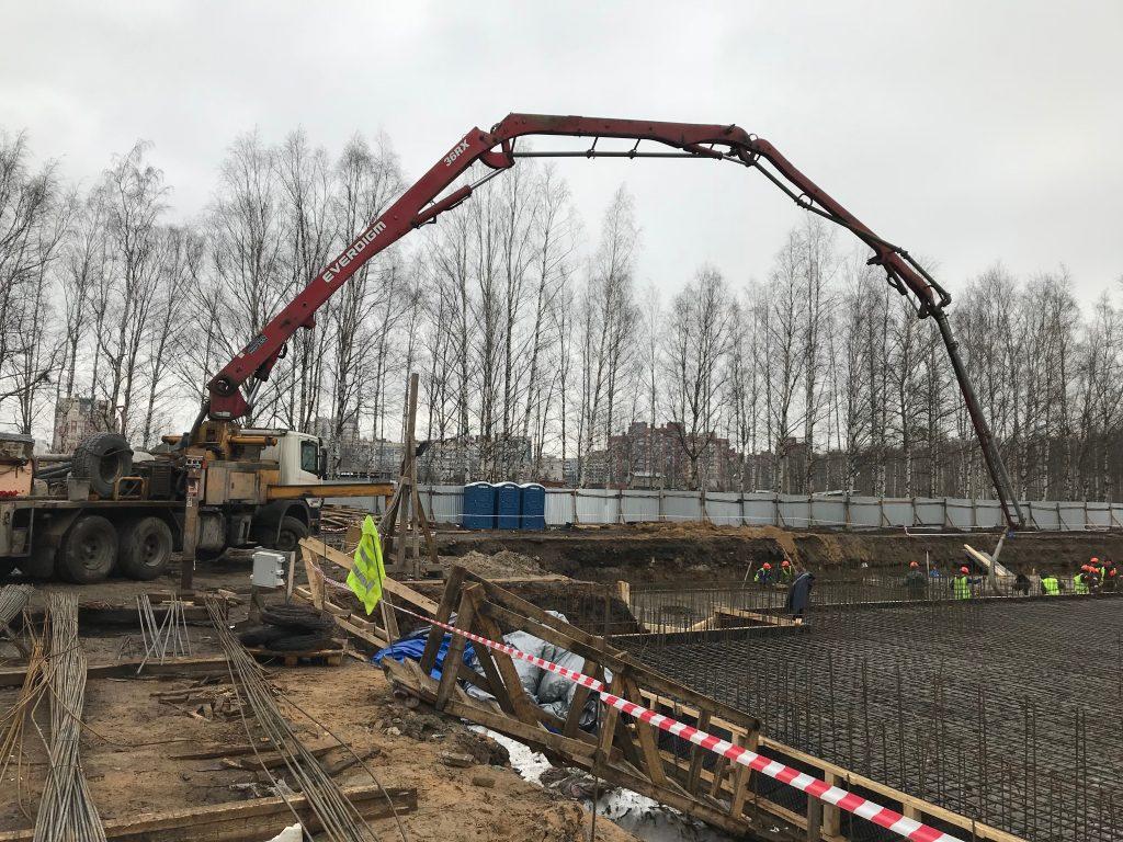 Бетононасос в СПб, Работа бетононасоса 52, заливка фундамента, бетондля заливки фундамента