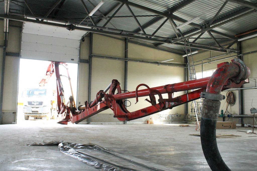 Подача бетона бетононасосом 32 метра стрела, автобетононасос для бетона